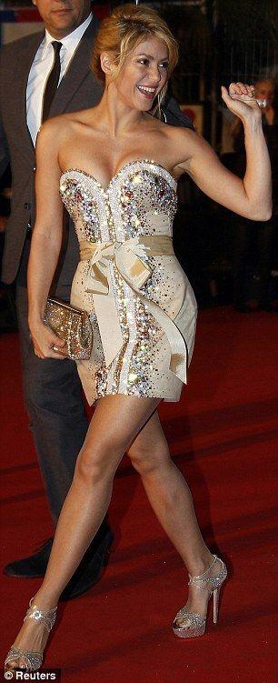 Shakira. Sequins.