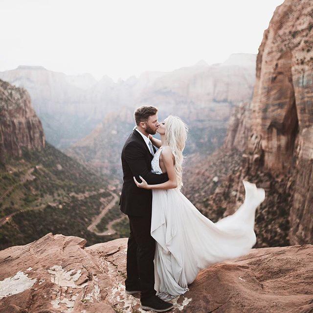 @happilyeverallen @chasenallen • Neutral. Utah. Zion. Couple. Love. Kiss. Goals. Fashion. Style. Street style. Blogger. Blogger style. Fashion blogger. Brit Allen. Chase Allen. Happily Ever Allen. Tyler Rye.