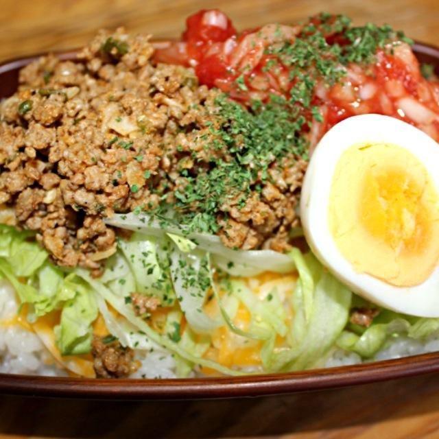 チリペッパー、クミン、ニンニク、玉ねぎ、ピーマンと挽肉で作ってみました。 - 93件のもぐもぐ - さく弁当 タコライス by sakuchan88