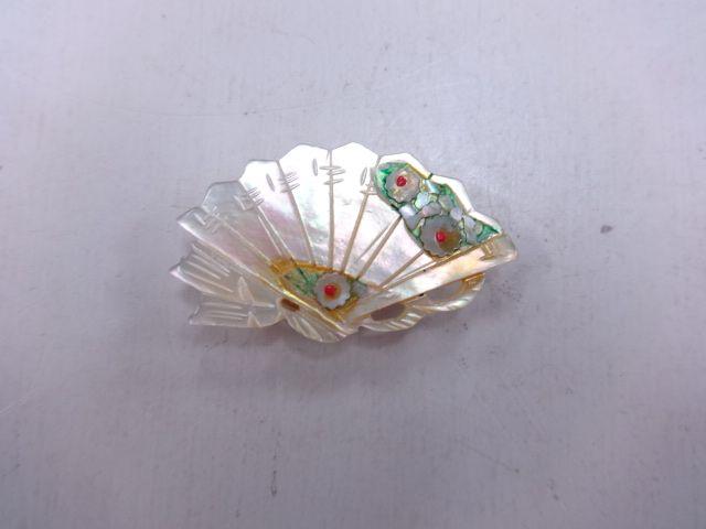 アンティーク 白蝶貝帯留め: antique, sash clip https://www.facebook.com/tabaca.magno