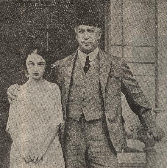 Noul calif - Abdul Medjid, cu fiica sa Prinţesa Durri Chehvâr Sultana - Princesse Dürrüşehvar — Wikipédia