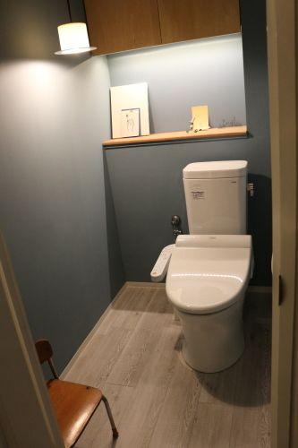 blogを書きたいと思いつつ、寝落ちてしまう毎日。片付けもかなりボチボチペースですが、今日はトイレをアップしたいと思います。玄関のガラスブロックの裏がトイ...
