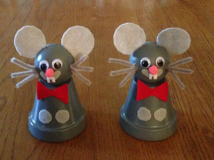 Mice clay pot, paint, doll head, felt and chenille pipe cleaners. :