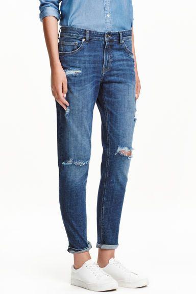 Girlfriend jeans: CONSCIOUS. Укороченные джинсы с пятью карманами из эластиного…