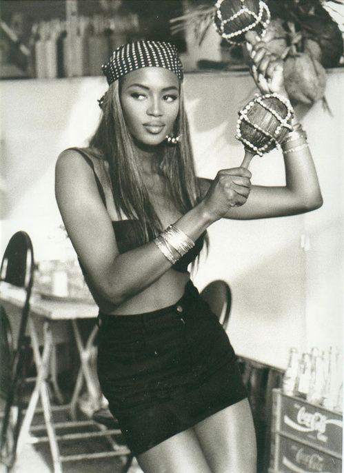 Campagne Guess 1991 avec Naomi Campbell photographiée par Ellen Von Unwerth au Brésil