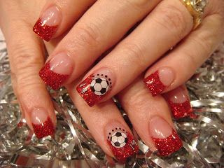 soccer nails.. mayb now that Matthews in soccer I can do this and totally b a soccer mom.. all I need is a mini van bahahaha