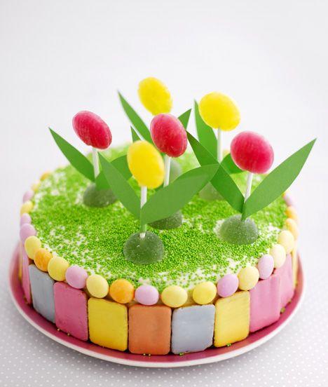 Täydellinen kakku lastenjuhliin. Koristele kakku huolellisesti pestyillä leluilla. / Time to party flower people. Decorate children´s party cake with toys which have first been washed carefully.