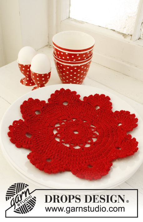 "Crochet DROPS place mat for Christmas in 1 strand ""Fabel"" or ""Alpaca"" and 1 strand ""Glitter""."