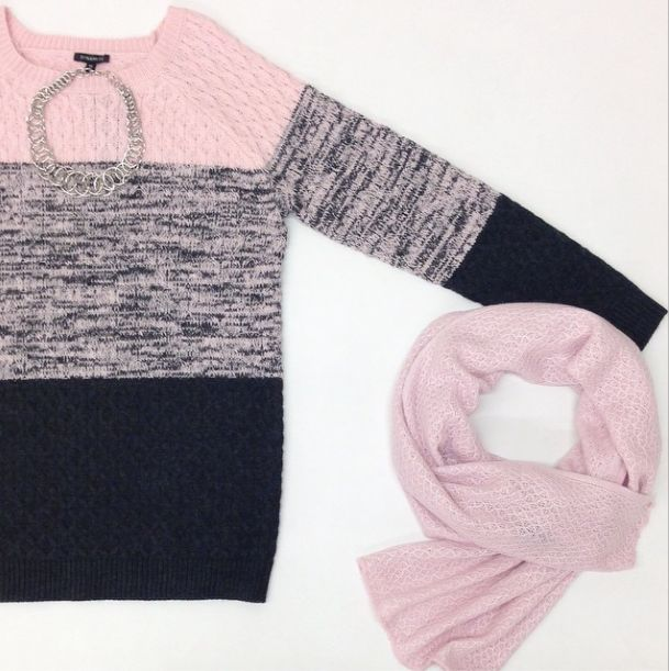 Get fall on block down with this gorgeous 3-tone sweater.