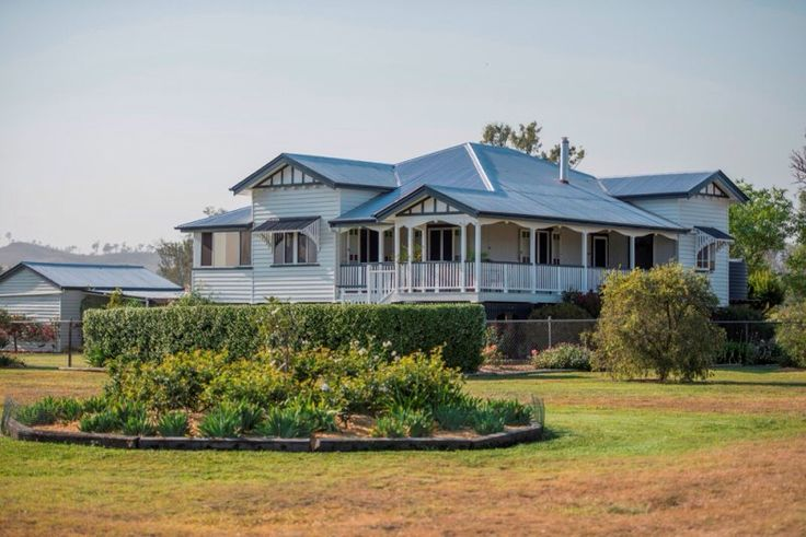 So grand! Love Queenslander homes