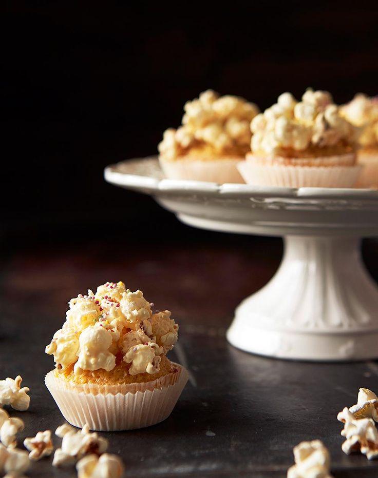 Blondie-kuppikakut popcornkuorrutteella // Blondie Cupcake & Popcorn Topping Food Emma Iivanainen, PAinted By Cakes Style Eeva Kolu Photo Timo Villanen Maku 3/2014 www.maku.fi