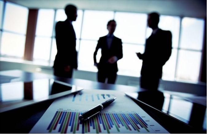 Doi factori misca pretul companiilor pe bursa de valori: Sanatatea firmelor si perceptia celorlalti investitori asupra situatiei economice. Cand perceptia generala este pesimista si firmele sunt sanatoase, se creaza oportunitati rentabile pentru investitorul pe termen lung.