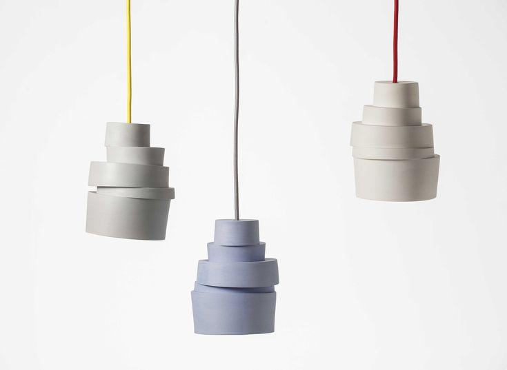Stacked Lampe - Suspension design en porcelaine avec un fil de couleur