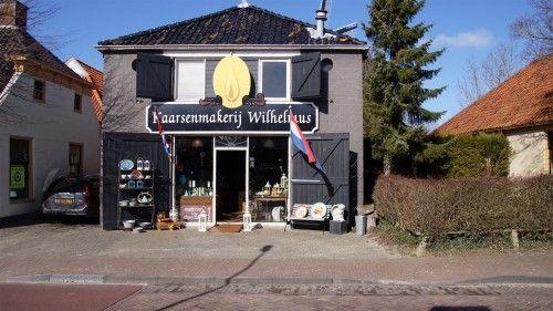 Kaarsenmakerij Wilhelmus -met winkel en fabriek- is gevestigd aan de Hoofdstraat. De winkel is ondergebracht in een voormalige houtzagerij. Kaarsenmakerij Wilhelmus maakt deel uit van 'Hotel De Marne', een coöperatie van zo'n 60 ondernemers gevestigd in de gemeente De Marne.