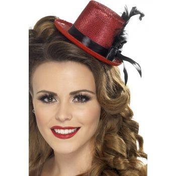 Rode mini hoge hoed met veer. Mini hoge hoed in de kleur rood, met glitter, zwart lint en een veer.