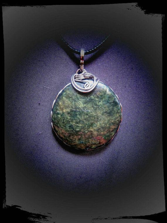 Mira este artículo en mi tienda de Etsy: https://www.etsy.com/es/listing/484000963/obsidiana-manto-huichol-engarzada-a-mano