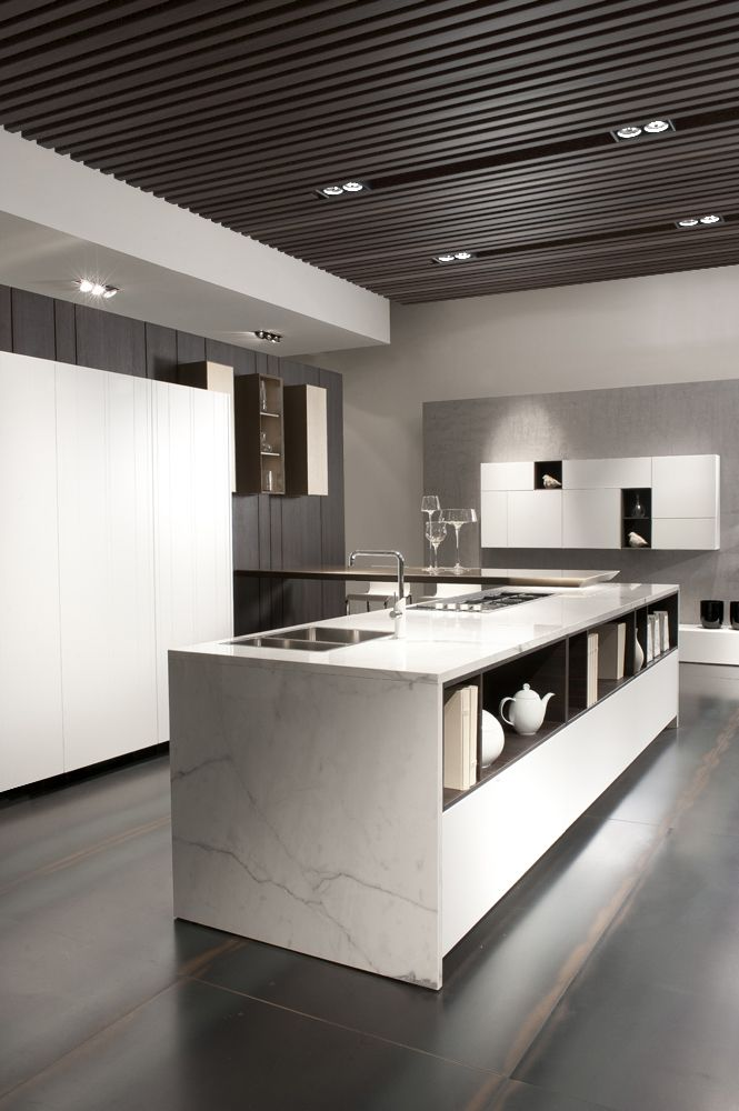 Modular kitchen with a combination of Tortona oak, ceramics Carrara effect and a pleasing soft white touch lacquer decor, vertically arranged.