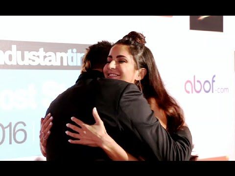 Katrina Kaif HUGS Sanjay Dutt at HT Most Stylish Awards 2016 red carpet.