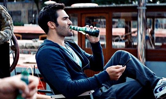 Tyler Hoechlin playing Marty in Stratton