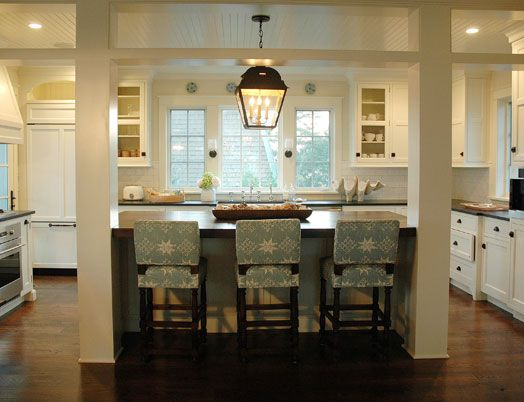 island divider between kitchen/family room