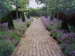Tuinpad blauw paarse borders strak tuinontwerp modern garden pinterest search - Eigentijds pergola design ...