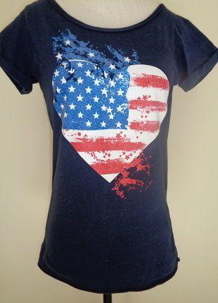 À vendre sur #vintedfrance ! http://www.vinted.fr/mode-femmes/hauts-and-t-shirts-t-shirts/30435339-t-shirt-jennifer-coeur-drapeau-americain-paillete-floque-neuf-qui-convient-a-36-et-38