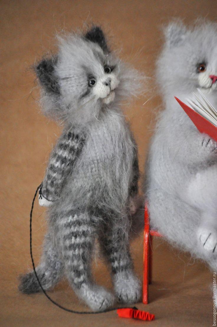 Купить КОТ читает сказки КОТЯТАМ 30 см Вязаная игрушка - кот, котик, котики