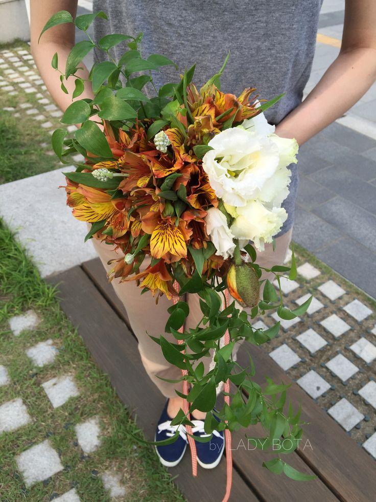 cream+yellow+orange+green, a bouquet (www.ladybota.com)
