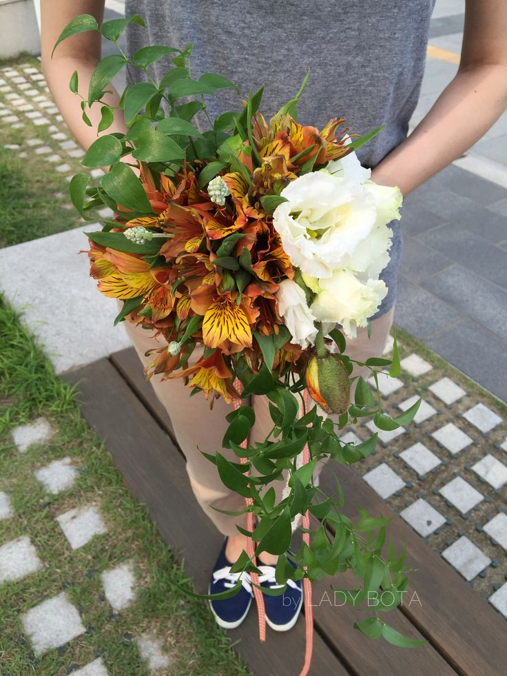 cream+yellow+orange+green, a bouquet (www.ladybota.com)