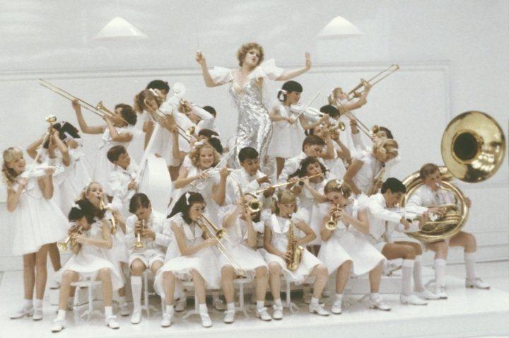 Spiccioli dal cielo (1981)  Bernadette Peters                  http://www.imdb.com/media/rm3524508416/tt0082894?ref_=ttmd_md_pv