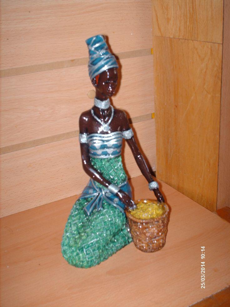 figura de yeso pintura acrílico africana con canasto colores frios www.facebook.com/pages/An-Ver/582001688513051
