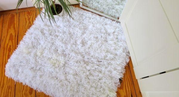 A sua sala pode ficar com visual diferenciado se você investir em tapete de fios de lã, que é fácil de ser feito, mas que exige paciência e tempo dispon