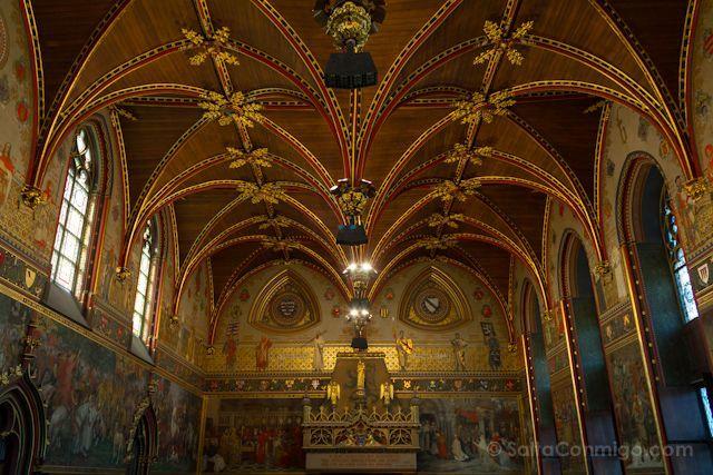 La fabulosa sala gótica del ayuntamiento de Brujas