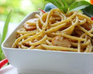 Spaghettis piquants curry et chorizo : http://www.fourchette-et-bikini.fr/recettes/recettes-minceur/spaghettis-piquants-curry-et-chorizo.html