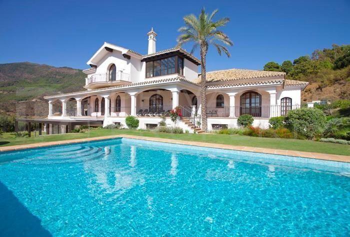 Refurbished villa for sale in La Zagaleta, Benahavis