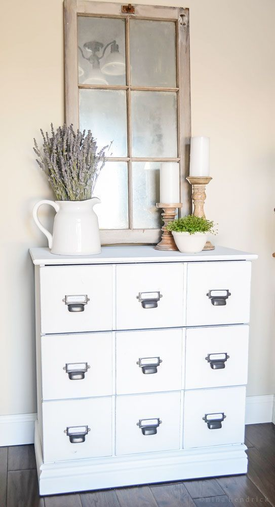 Light & Bright Farmhouse Foyer- Modern Farmhouse Home Tour | Nina Hendrick Design Co. | Follow along as a 1980s colonial fixer upper gets a complete DIY makeover and is renovated to reflect modern farmhouse charm. #farmhouse #farmhousedecor #modernfarmhouse #homedecor