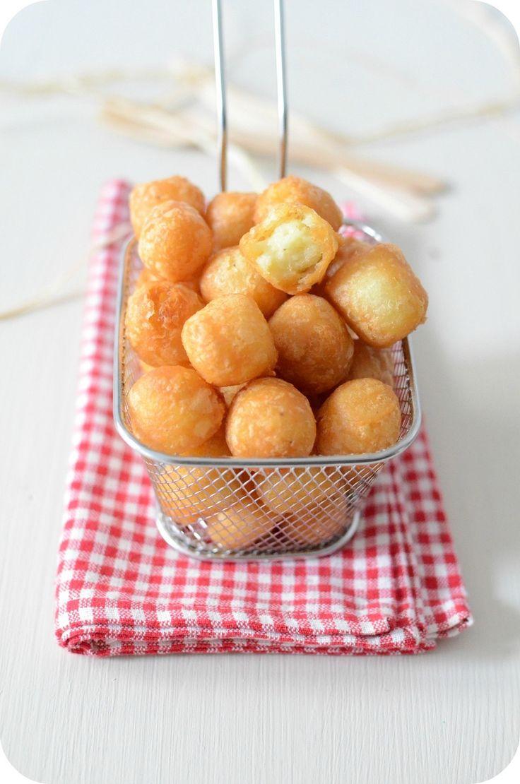 Dernièrement, j'ai tourné d'autres vidéo avec Chef Damien pour la chaine vidéo 750 grammes et parmi les recettes qu'on a faites, il y avait les Pommes Dauphines, c'est une purée de pomme de terre mélangée avec une pâte à choux et le tout frit en forme...