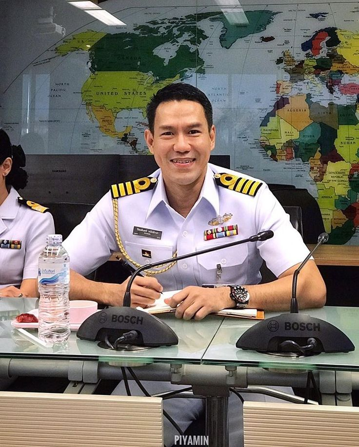 ประชุมกันตั้งแต่เช้า ถามว่าไหวมั้ย!!!?? 😓 Meeting seems to be part of my job lol 😂 #meeting #thainavy #navyguys #thaiguys #bangkok #thailand #navy #uniform #whiteuniform