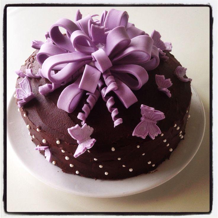 """""""Gave kake"""" i mørk sjokolade kake med konfektkrem og kindersjokolade"""