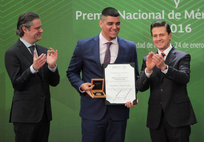 Blue Jays closer Roberto Osuna wins Athlete of the Year in Mexico