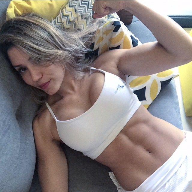 @lanapersonaltrainer: Finalizei meu treino com 1000 polichinelos ! Fiz em 14min ( fiz de 100 em 100 !). Quem aceitou meu desafio de ontem ? Exercitar o músculo da força de vontade ? A meta são aos...