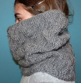 Free Pattern: Diagonal Textured Cowl by Valerie Leroux