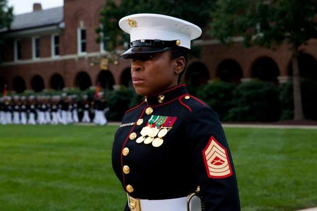 Marines study shows resistance to women in combat - CBS News