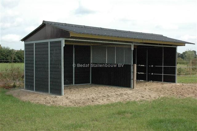 how to build a field shelter for horses