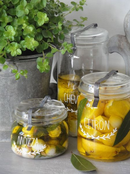 Jars & Compotes Jams : * Mozzarella, basil, pine nuts and olive oil * Goat cheese, thyme, rosemary, savory and olive oil and lemons, * Lemon, garlic, coriander, bay leaves and olive oil