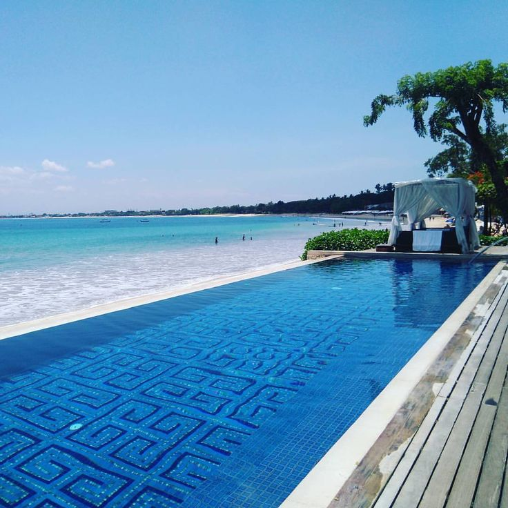 いいね!1,060件、コメント9件 ― Four Seasons Resorts Baliさん(@fsbali)のInstagramアカウント: 「Just can't get enough of these blues 📸: @izu_bali #pooltime #infinitypool #50shadesofblue」