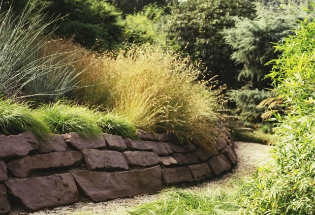 Build a Stone Retaining Wall in 15 Steps: Photo: example of the dry-stack method.