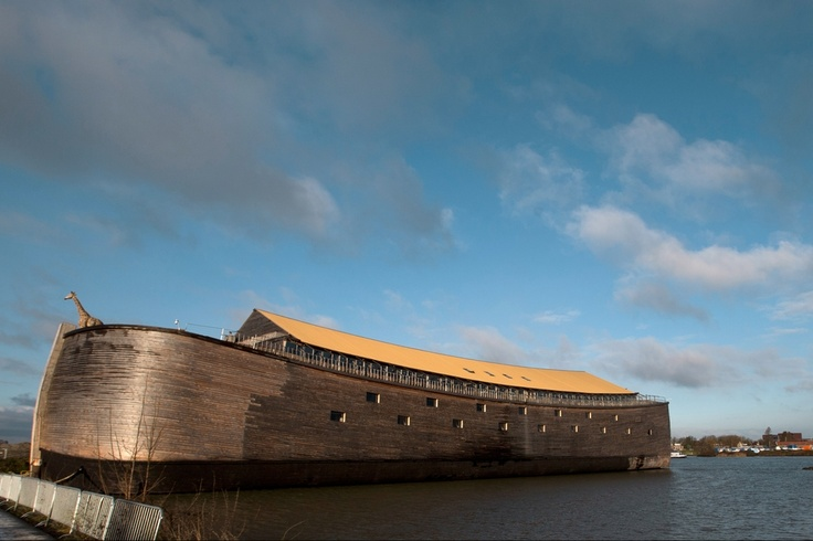Полноразмерная модель Ноева ковчега, открытая для посетителей в Дордрехте, Голландия. Фото: АР