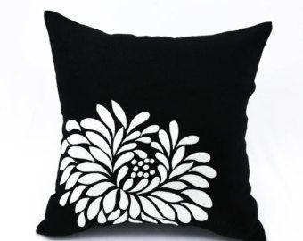 Gris negro almohada cubierta, negro lino luz gris flor, bordado, cojín de flores, flores tiro, almohada decorativa para sofá