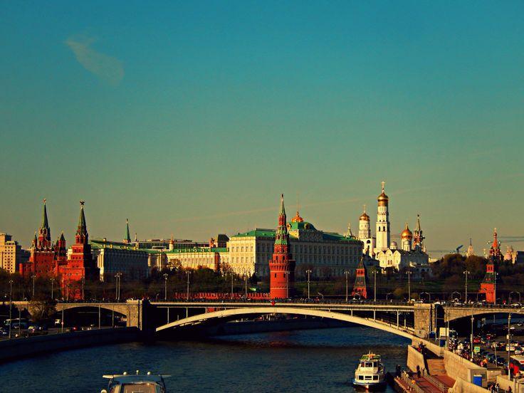 Московский Кремль / Cremlino visto dal Ponte dei Patriarchi
